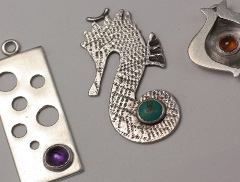 make a charm in silver with a stone setting